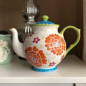 Artisan accents Teapot